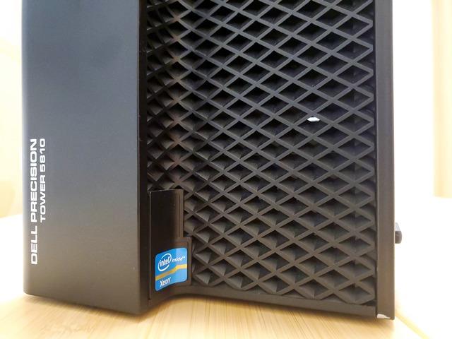 一般ユーザーのデスクトップPCとしてはなかなか珍しいXeonステッカー。