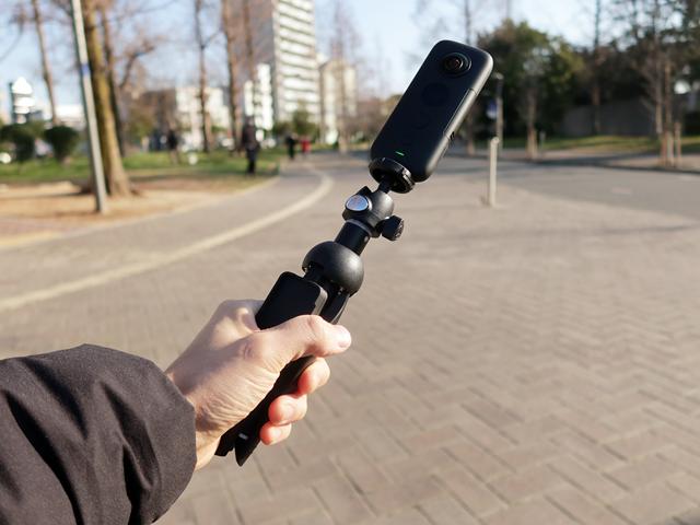 自撮り棒を直接装着できる1/4インチネジは使いやすい
