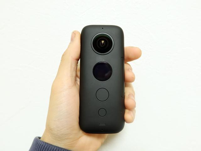 Insta360 One Xの本体は手のひらサイズですっきりしたデザイン