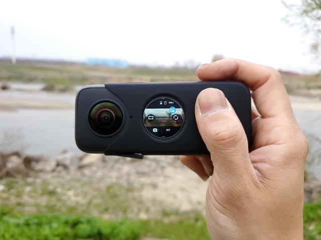 片面レンズを用いた150度の広角動画が撮影できるステディカムモード